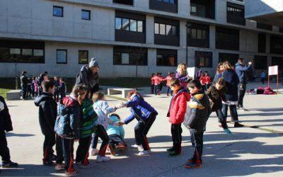 300 estudiantes de Primaria participan en la I Muestra de Juegos Tradicionales de la Facultad de Educación (Universidad de Zaragoza)